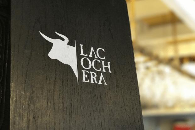 Logo La Cochera sobre Clipboard